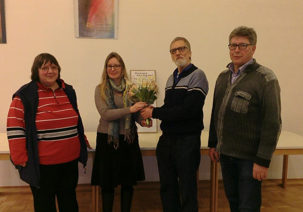 Maria Matzel (Teilnehmerin), Dominice Gebhardt (Sozialpsychiatrischer Dienst Peine), Klaus Effinghausen (Mitbegründer), Werner Ernst (Teilnehmer). Foto: Landkreis Peine