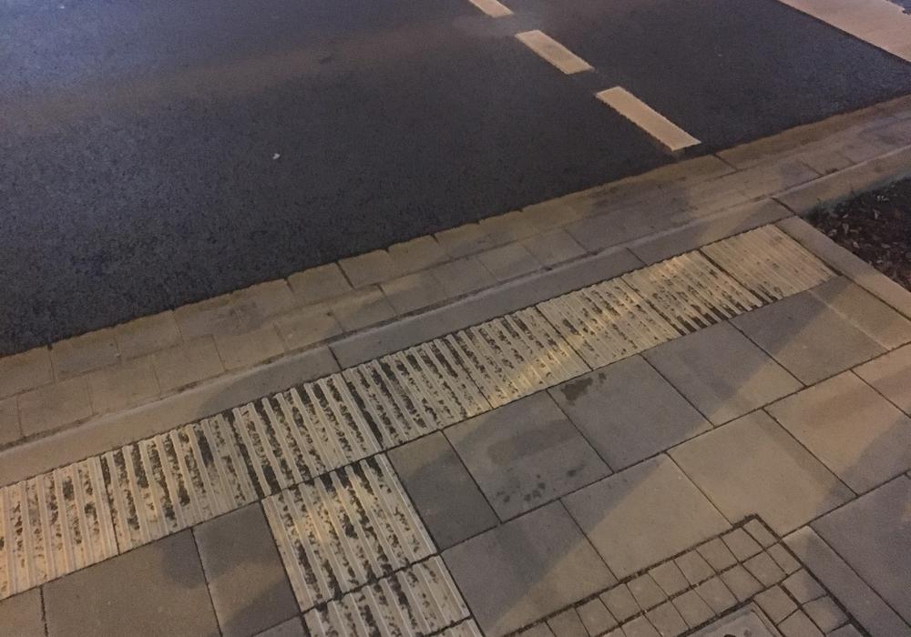 Bordsteinabsenkung am John-F.-Kennedy-Platz. Foto: Stadt Braunschweig