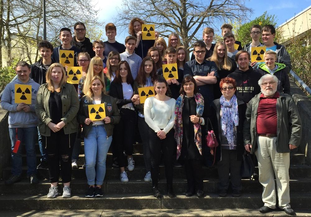 Die Beteiligten Schüler der AGG mit Zeitzeugin Anna Fitseva (vordere Reihe , Dritte von rechts). Foto: Privat
