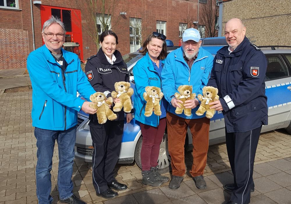 Die Teddybären sollen Kindern helfen. Foto: Polizei Peine