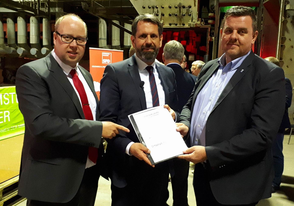 Jörn Domeier, Olaf Lies, Andreas Busch (v. li.). Foto: Sandra Domeier