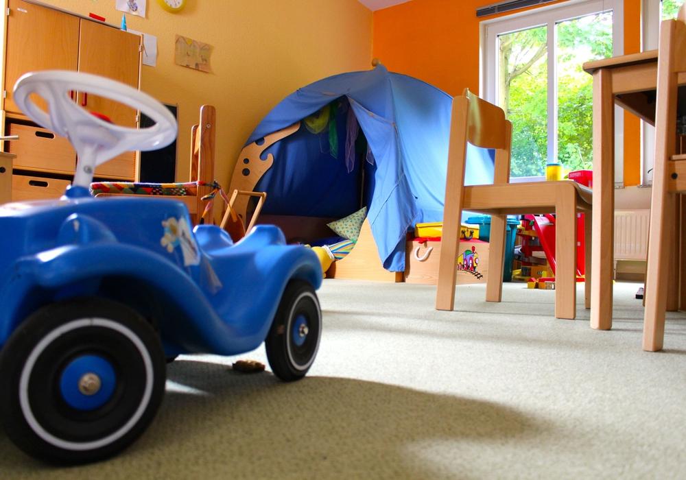 Spielzeuge und Kleidung für Kinder. Symbolfoto: Sina Rühland