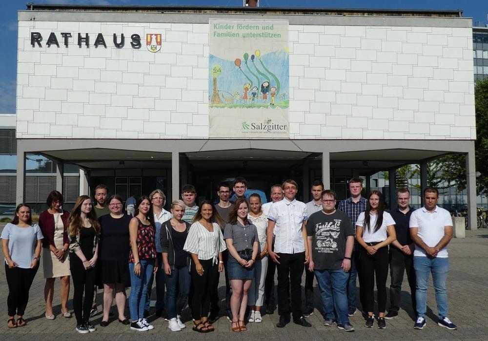 19 Nachwuchskräfte bei der Stadt Salzgitter haben ihre Ausbildung begonnen. Foto: Stadt Salzgitter