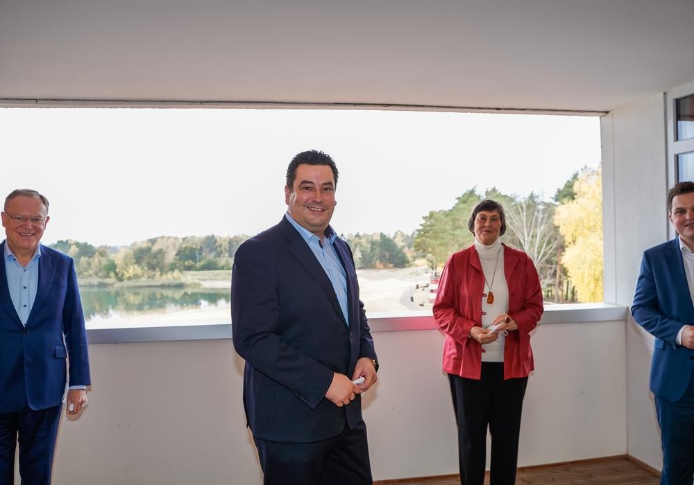 Von links: Ministerpräsident Stephan Weil, der Gifhorner Landtagsabgeordnete und Landratskandidat Tobias Heilmann, die ehemalige Landrätin Marion Lau und der Landtagsabgeordnete Philipp Raulfs.