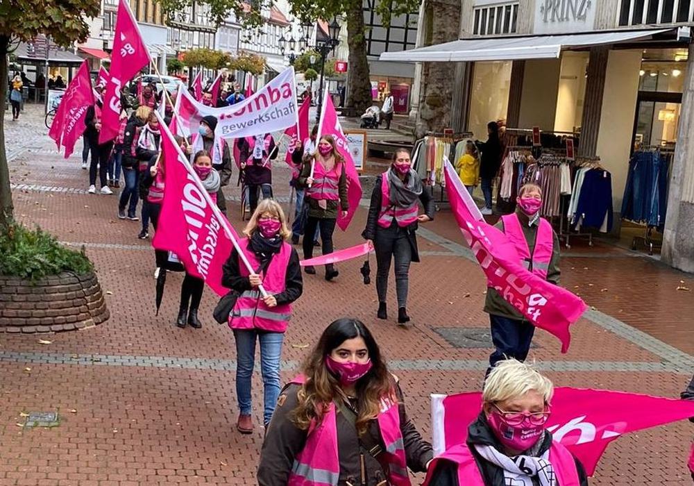 Die Mitglieder der Gewerkschaft komba machten auf ihre Forderungen aufmerksam.