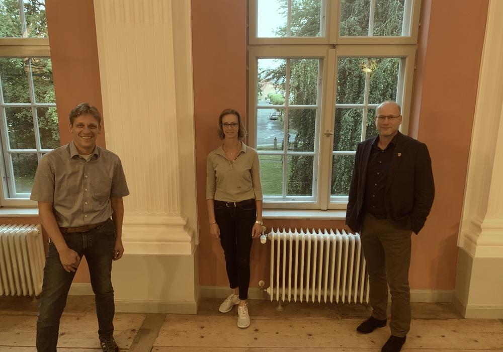 Kai Jacobs, Fraktionsvorsitzender CDU/FDP-Gruppe, Michaela Reuper und Bürgermeister Ingo Geisler (v. li.).