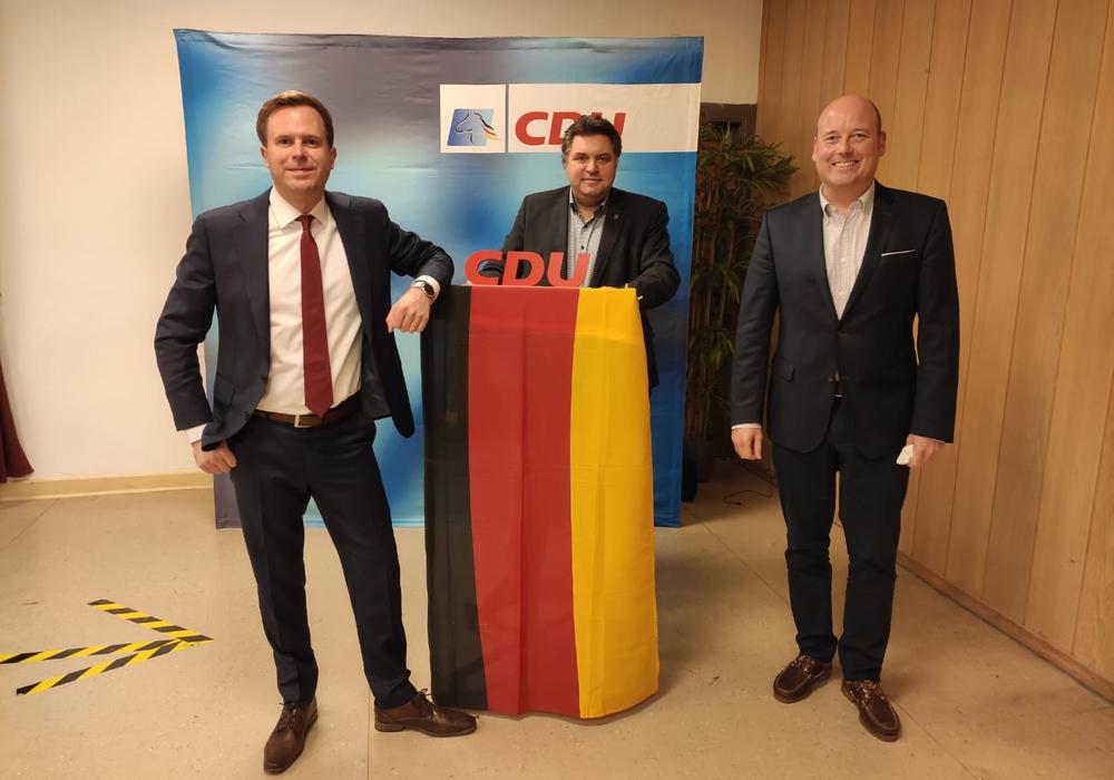 Von links: Dr. Adrian Haack, jetzt offizieller Bürgermeisterkandidat der CDU, Landratskandidat der CDU Uwe Schäfer und Holger Bormann, CDU Bundestagskandidat.