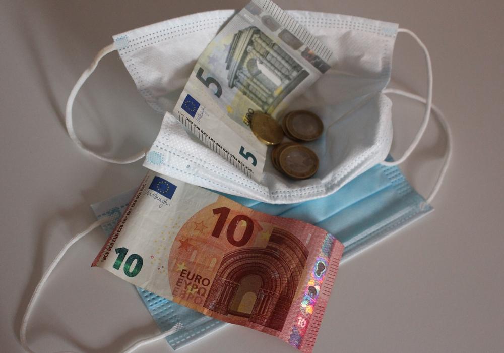 Verstöße gegen das Tragen des Mundschutzes können mit Geldbußen geahndet werden.
