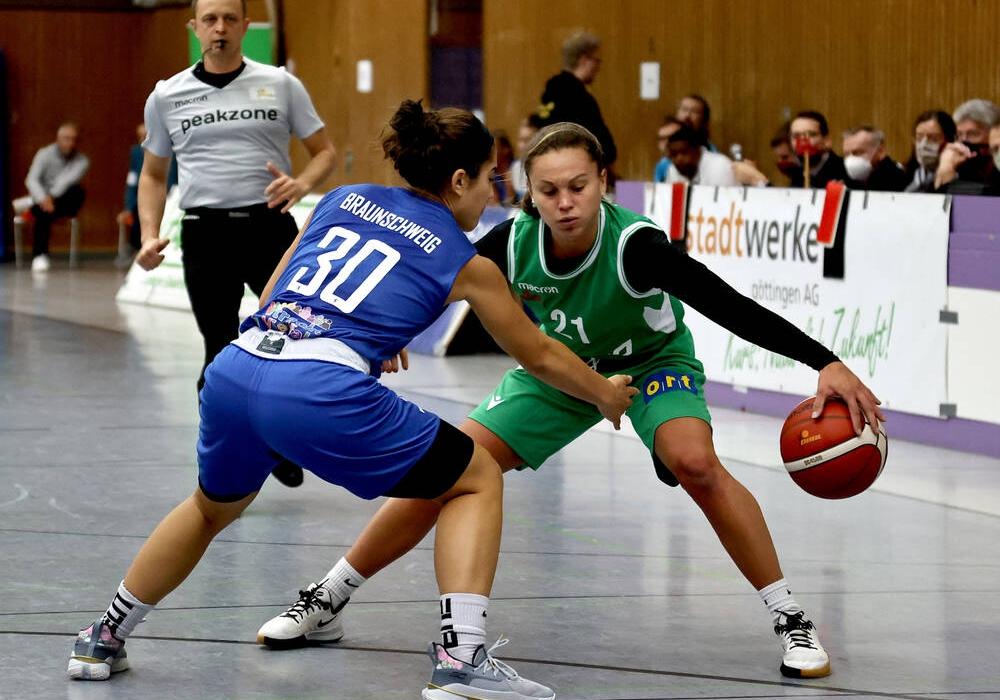 Sydney Kopp verteidigt gegen Göttingen.