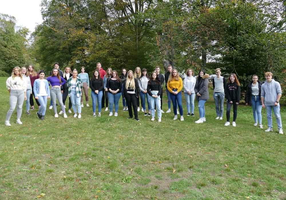 Lernen am Klinikum Wolfsburg den Beruf der Pflegefachfrau und des Pflegefachmanns – Für 27 junge Frauen und Männer begann Anfang Oktober die Ausbildung.