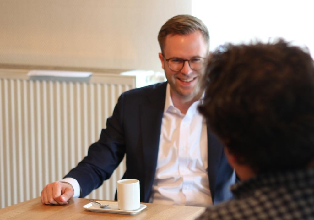 Dr. Adrian Haack im Gespräch mit regionalHeute.de-Chefredakteur Werner Heise.
