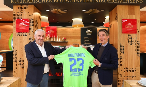 Andreas Berndt (Geschäftsführer HKM) und Michael Meeske (VfL-Geschäftsführer).