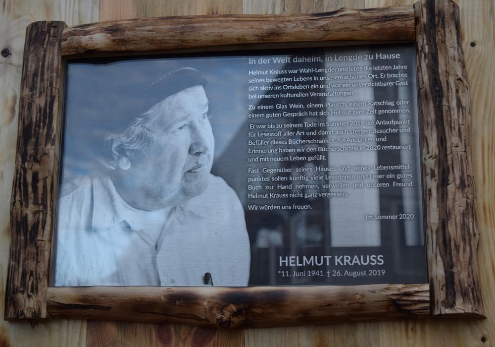 Der umgestaltete Bücherschrank erinnert in edler Optik an den verstorbenen Helmut Krauss.