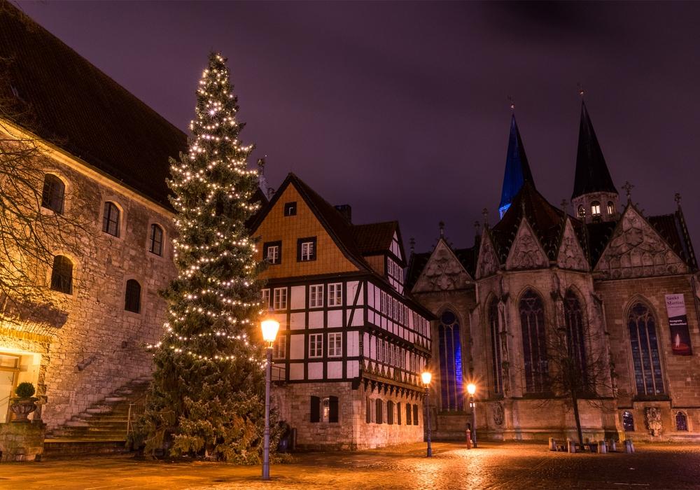 Weihnachtliche Innenstadt: Auch in diesem Jahr wird ein Weihnachtsbaum den Altstadtmarkt nach Totensonntag in stimmungsvolles Licht tauchen.