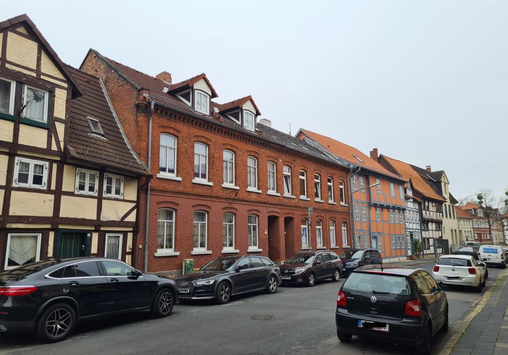 In einem Mehrfamilienhaus in Helmstedt wurde die 34-Jährige tot aufgefunden.