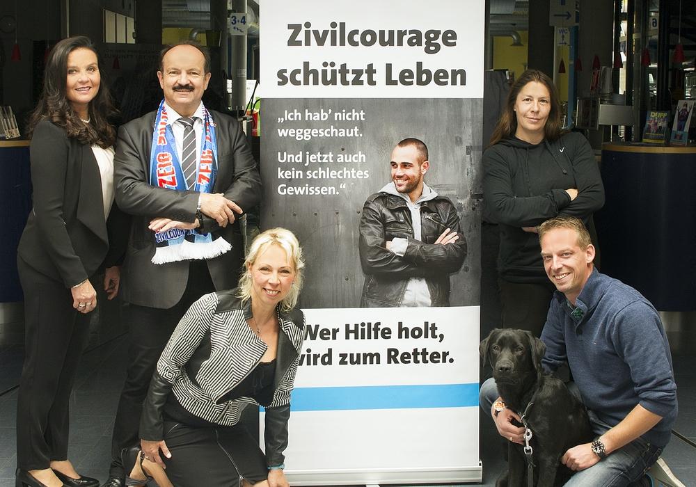Vorne: Jill und Florian Wildmann, Hinten von links: Petra Krischker, Günter Koschig und Heike Göttert.