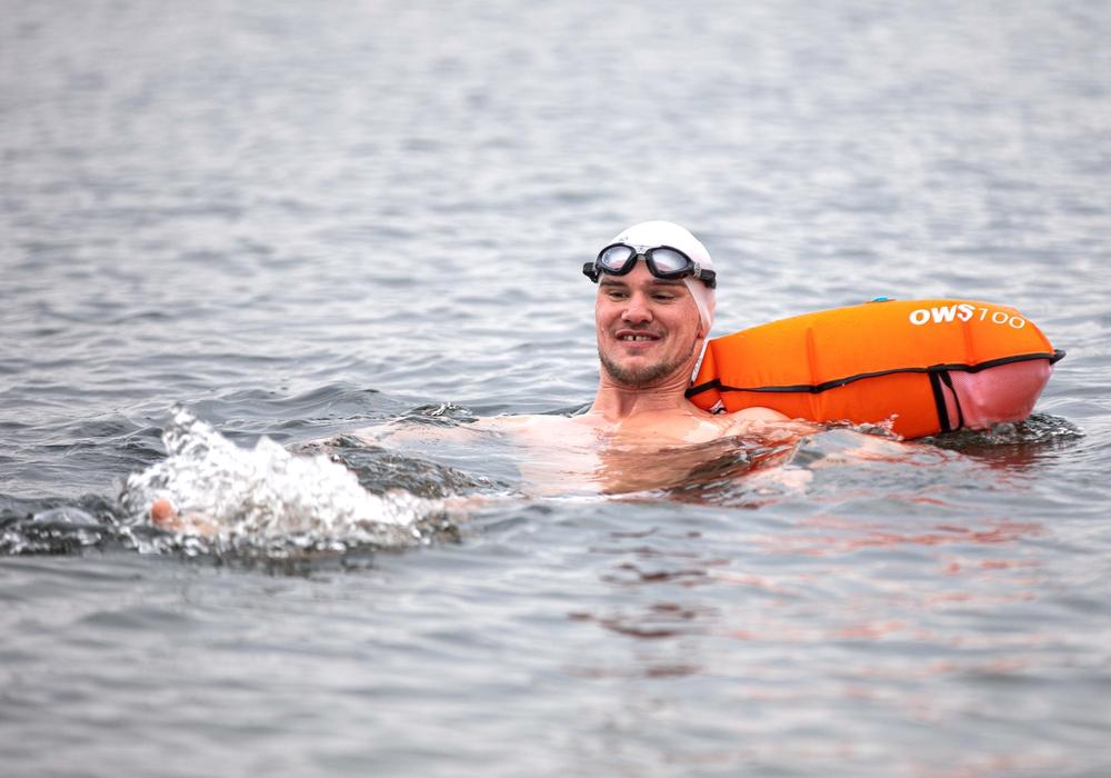 Nils Rudolph zieht seine Runden im Salzgittersee.