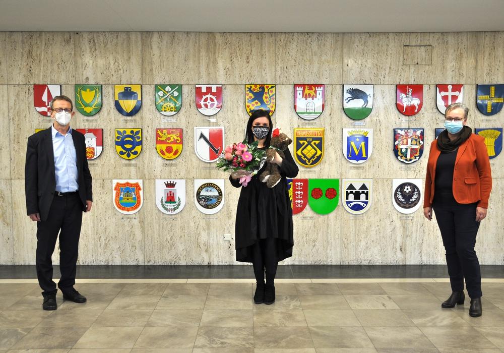 Klaus Mohrs und Iris Bothe verabschiedeten sich im Rathaus von der italienischen Konsularagentin Barbara Tarullo (Mitte).