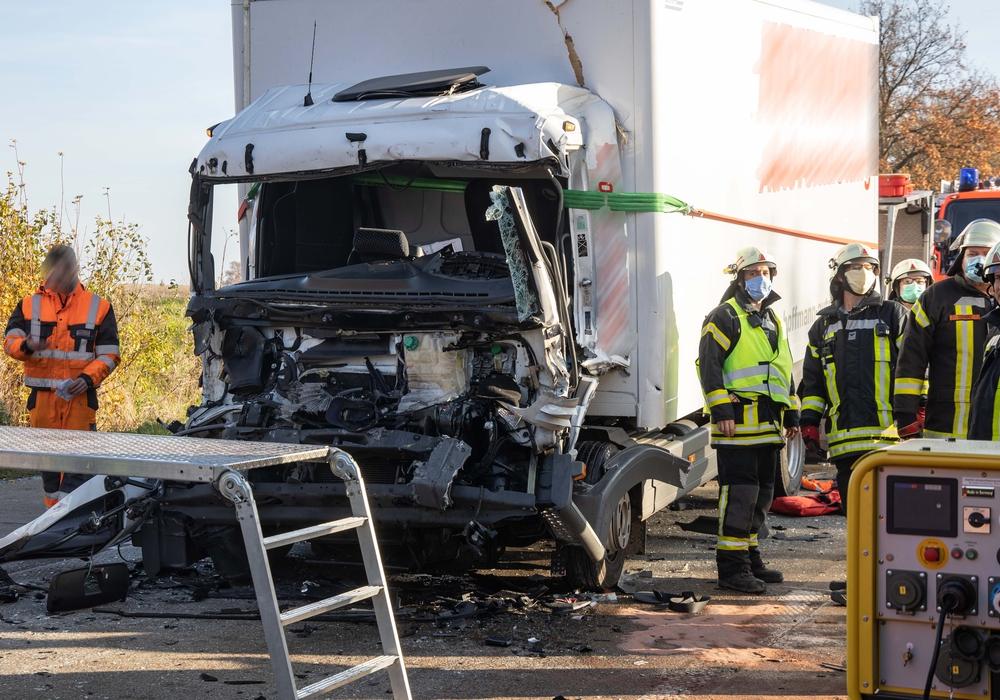 Der Fahrer musste aus seinem Fahrzeug befreit werden.