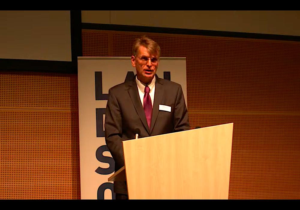 Oberlandeskirchenrat Dr. Jörg Mayer.