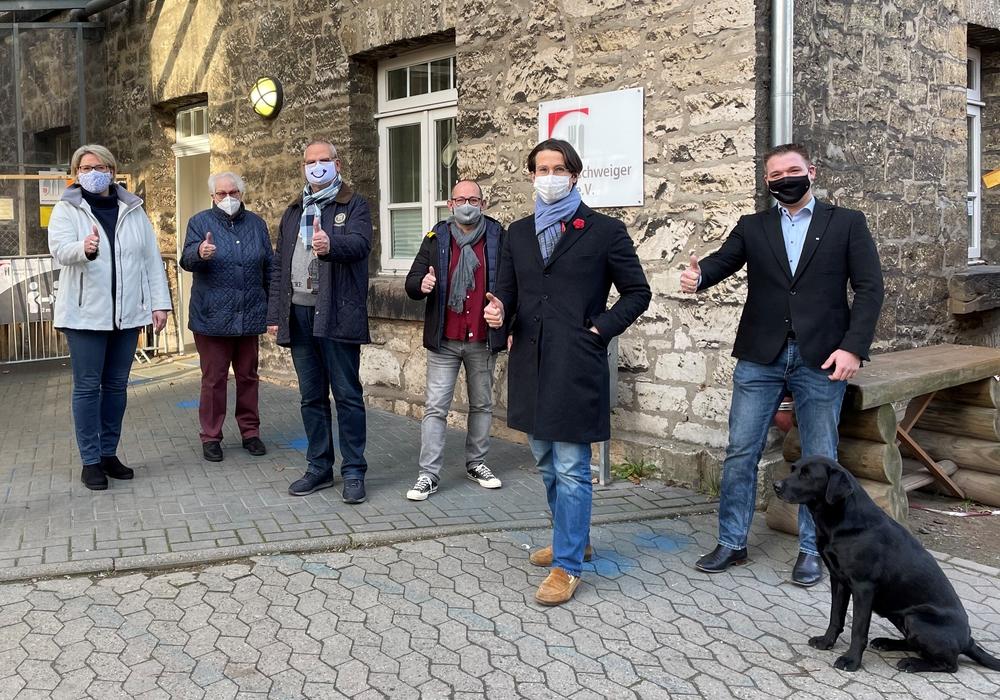 Fröhliche Gesichter an der Braunschweiger Tafel e.V. Von links: Heike Sass, Waltraud Wolter, Bernd Assert, Andreas Werner, Kaspar Haller, Marco Weisse.