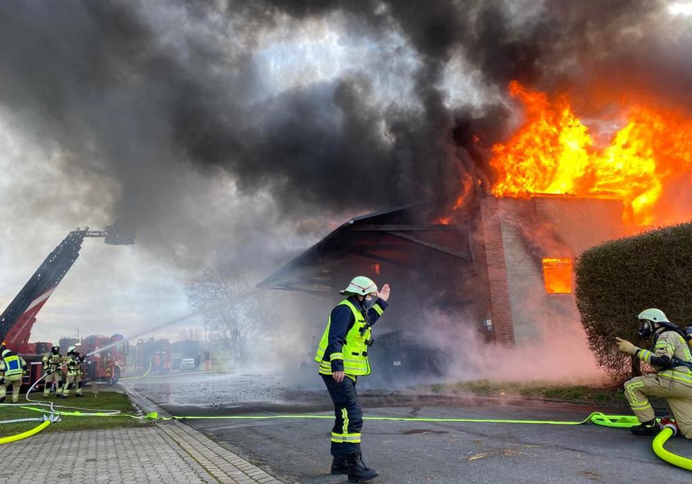 Als die Feuerwehr eintraf, stand die Scheune bereits in Vollbrand.
