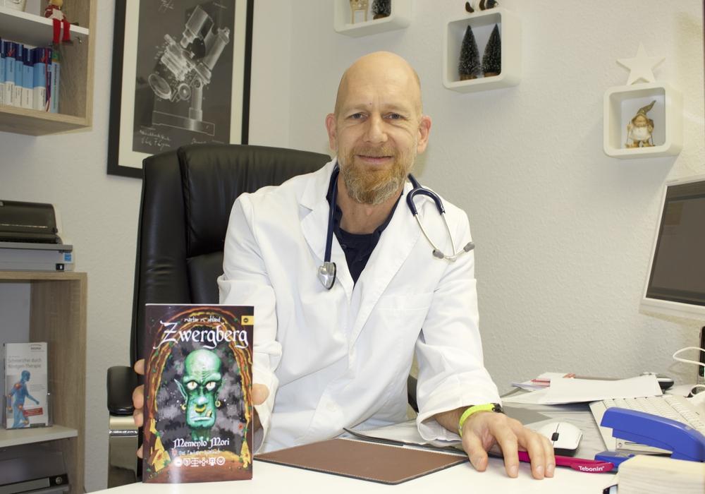 """Unter dem Pseudonym Martin M. Uhland hat Dr. Mathias Krisp das Buch """"Zwergberg"""" geschrieben"""