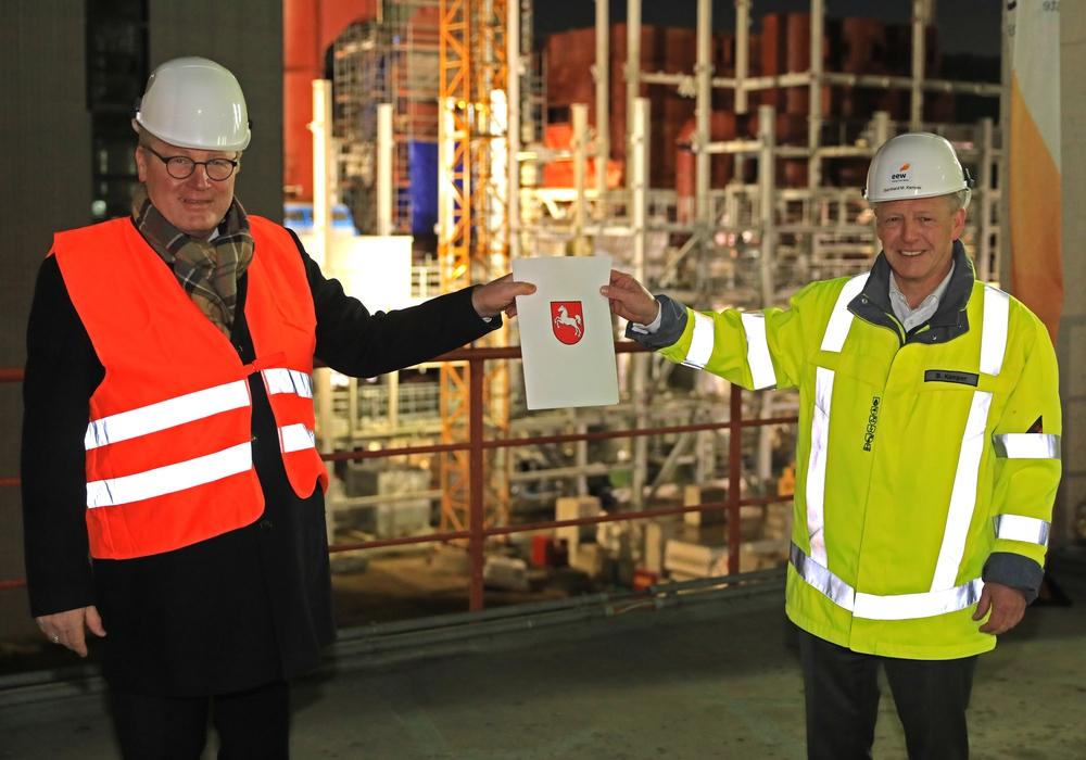 Landeswirtschaftsminister Bernd Althusmann übergab einen Förderbescheid über 1,5 Millionen Euro an die EEW.