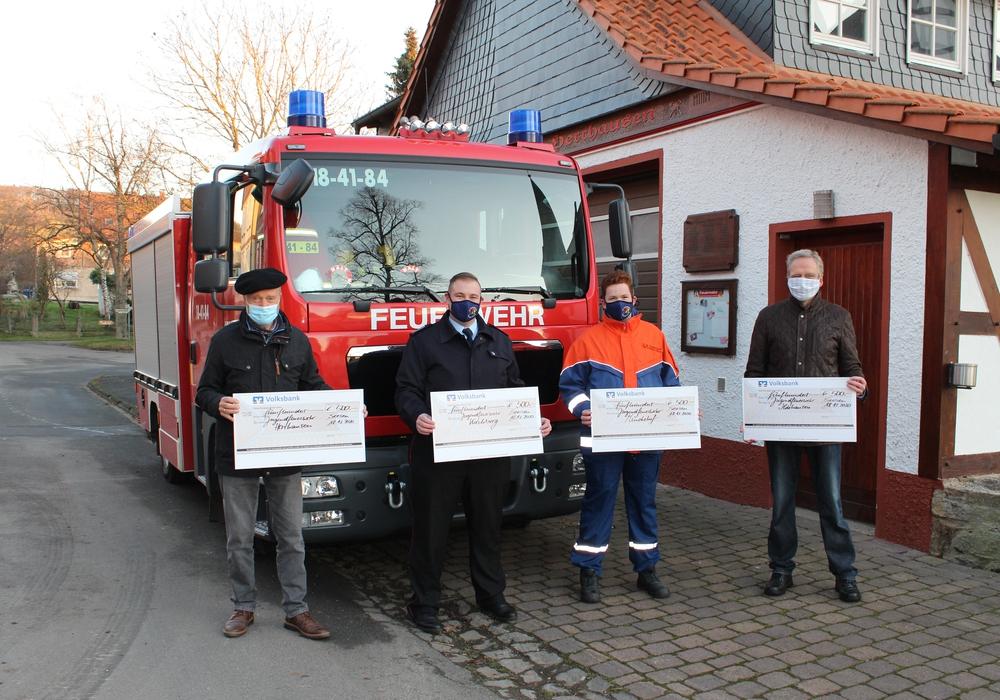 Von links: Jürgen Reinecke, Ortsbrandmeister Markus Klaßen, Marvin Folchmann aus der Jugendfeuerwehr und Christian Geries.