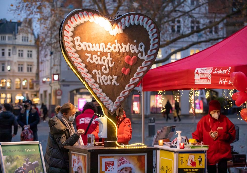 """Gäste der Braunschweiger Innenstadt spendeten am vergangenen Samstag bei """"Braunschweig zeigt Herz"""" für die Verkehrswacht Braunschweig."""