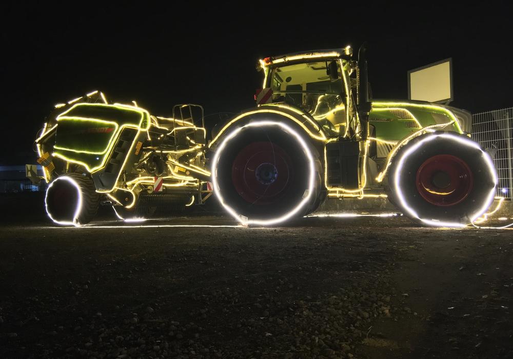 Die Traktoren sollen für weihnachtliches Flair sorgen.