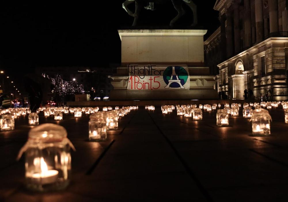 4.000 Kerzen wurden auf dem Schloßplatz angezündet.
