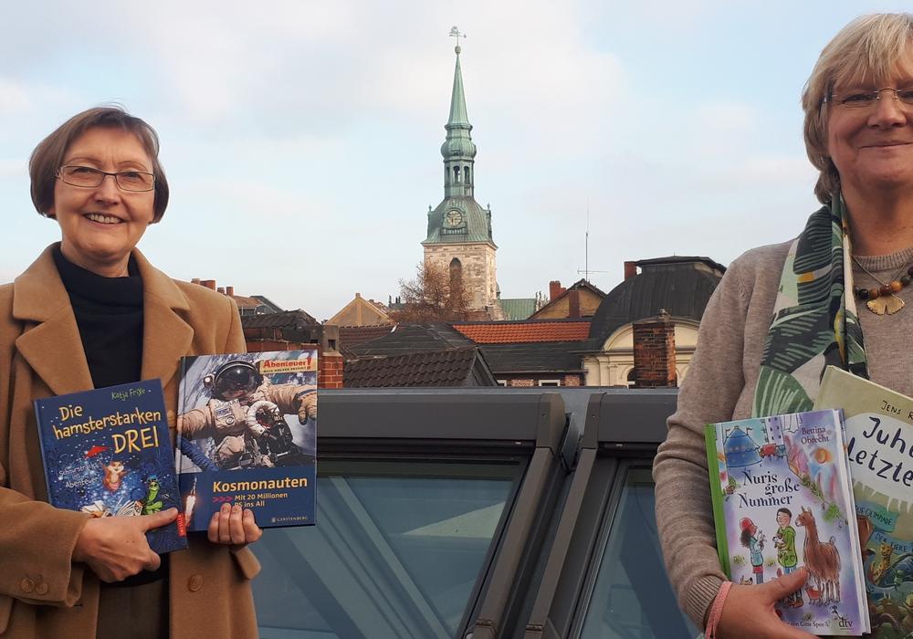 Regina Ernst und Ille Schneider präsentieren die Autoren der Kinder- und Jugendbuchwoche 2021.