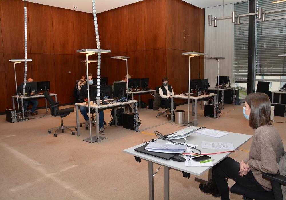 Intensiv war die Helfer-Schulung bei Jägermeister, hier mit der letzten Gruppe der Teilnehmer und Lisa Reimitz (rechts) von der Personalabteilung des Landkreises Wolfenbüttel.