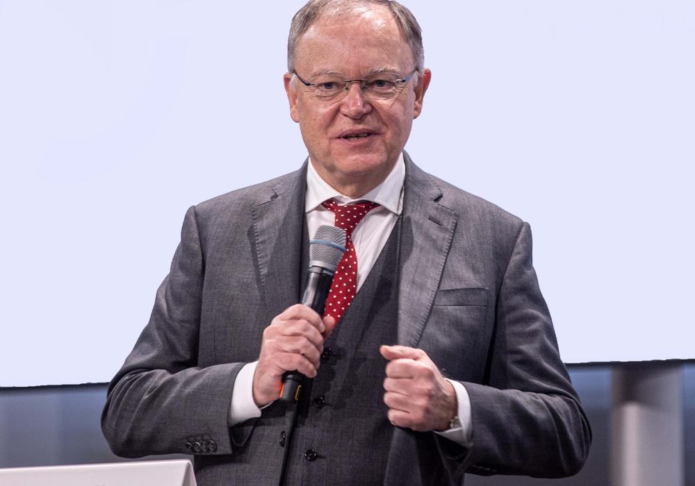 Ministerpräsident Stephan Weil erklärt sich am heutigen Mittwoch vor dem Landtag zur Lage in der Coronapandemie.
