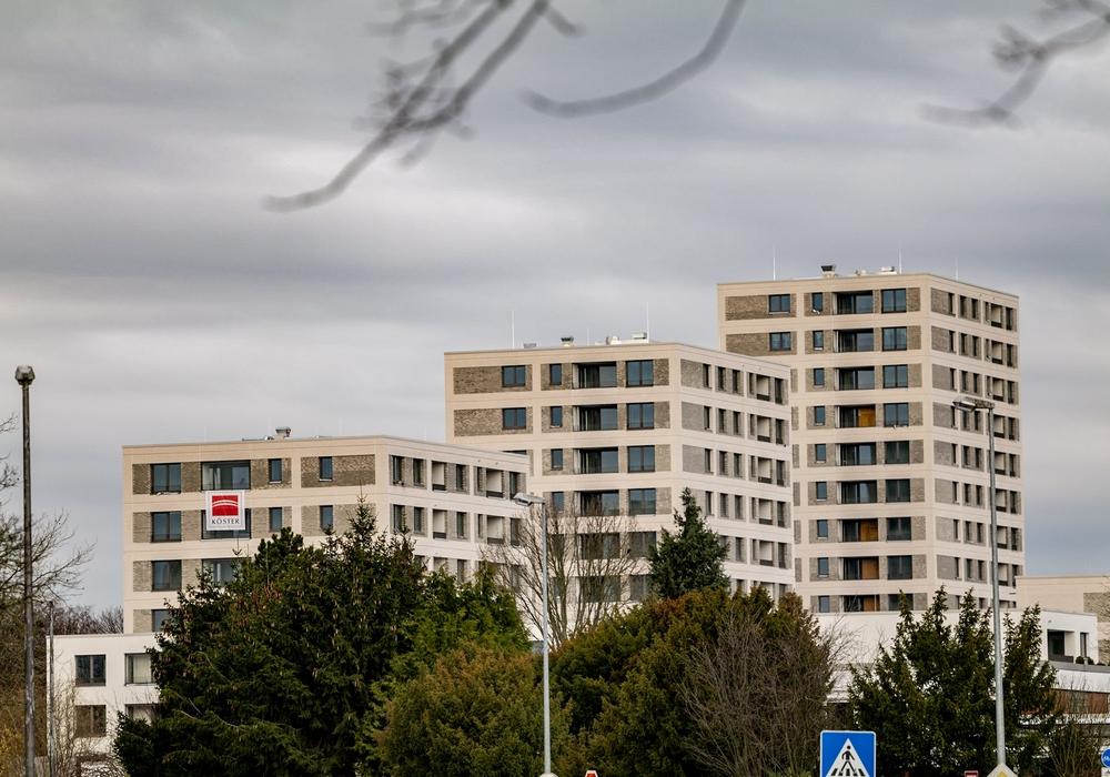 218 neue, moderne und barrierearme Wohnungen zwischen 35 und 120 Quadratmetern entstehen hier am Ortseingang Detmerodes, davon 66 im geförderten Bereich zu 6,10 Euro pro Quadratmeter.