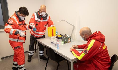 Das Impfzentrum wird zunächst mit Mitarbeitern der Hilfsorganisationen betrieben.