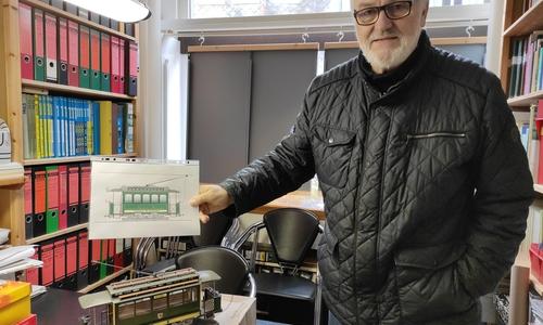 Jürgen Hunger hat auch ein Modell der Straßenbahn nachgebaut.