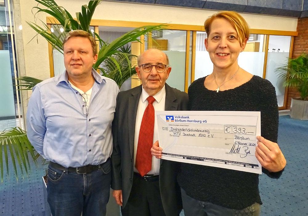 1. Vorsitzender Carsten Voigt, Bürgermeister Bruno Polzin und 2. Vorsitzende & Leiterin der Damengruppe Marion Brauner (vlnr).