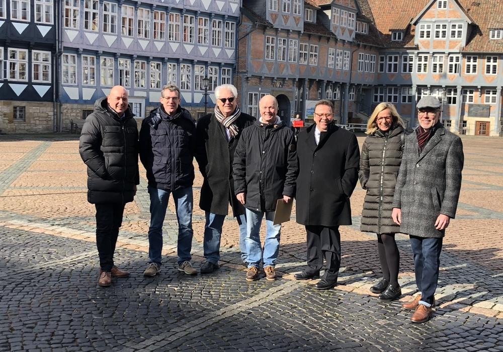 Trafen sich am Stadtmarkt und setzen sich für die Aufhebung des dortigen Parkverbotes ein  v.l. Holger Bormann (MIT/CDU), Michael Herrmann (Möbel Balzer), Peter Posimski (Augenoptik Posimski), Gerd Kanter (MIT/CDU), Winfried Pink (CDU/MIT), Sabine Behrens-Mayer (CDU) und Harald Borm (Erdbrink & Vehmeyer).