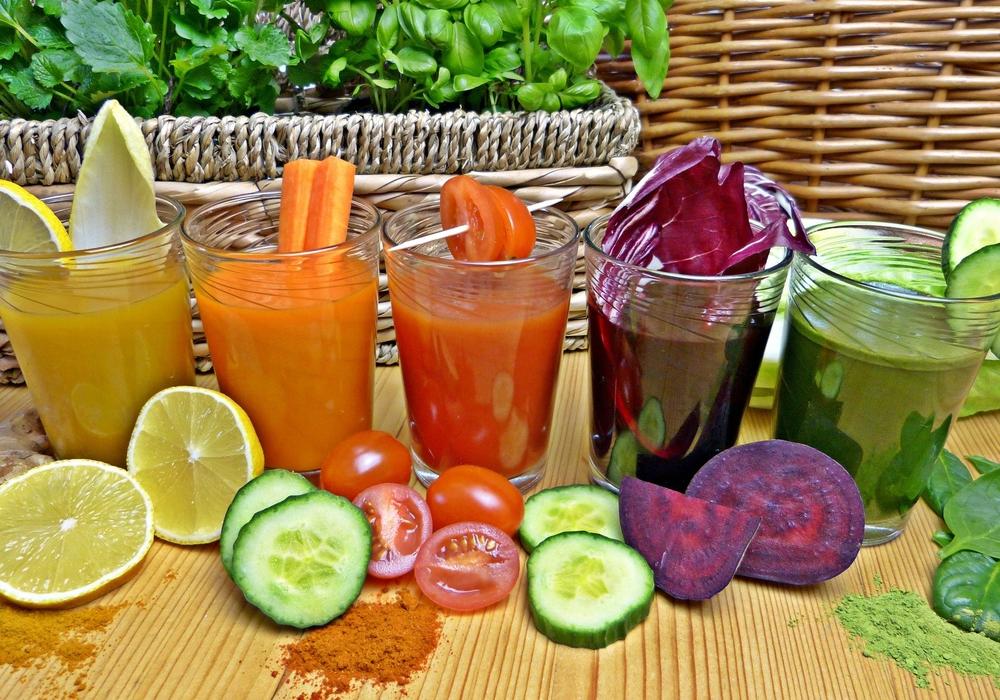 Eine Alternative zum Fasten kann auch eine gesunde Detox-Kur sein, um Giftstoffe aus dem Körper zu entfernen.