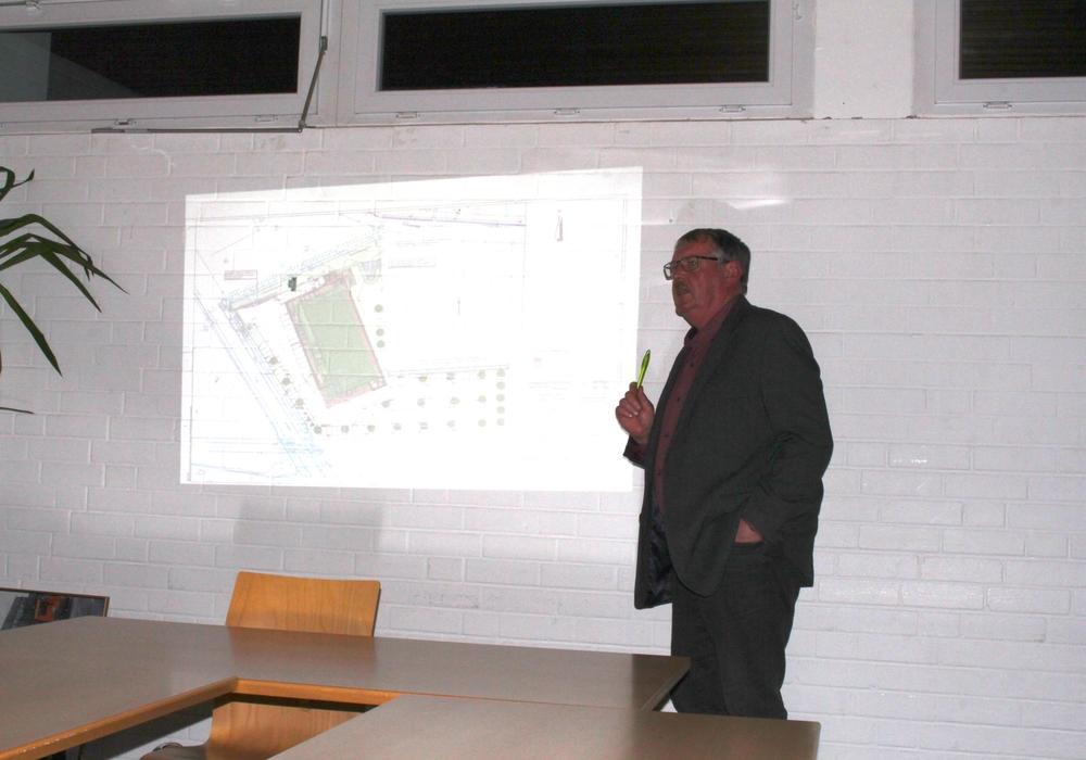 Auch Ortsbürgermeister Kersten Meinberg hatte einige kritische Anmerkungen zum geplanten Aldi.