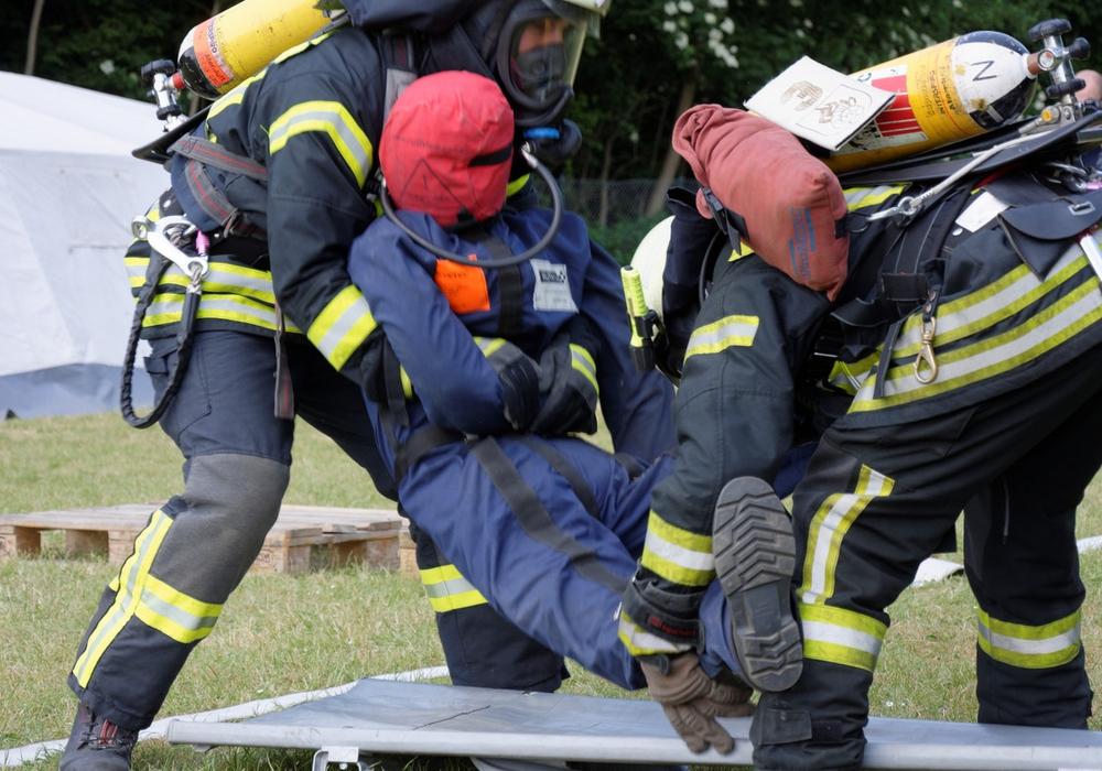 Beim Atemschutzgeräteträger-Wettkampf müssen die Teilnehmer Wissen, körperliche Fitness und Geschicklichkeit unter Beweis stellen.