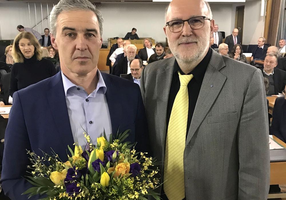 Verbandsvorsitzender Detlef Tanke (re.) gratuliert Ralf Sygusch zur Wahl.