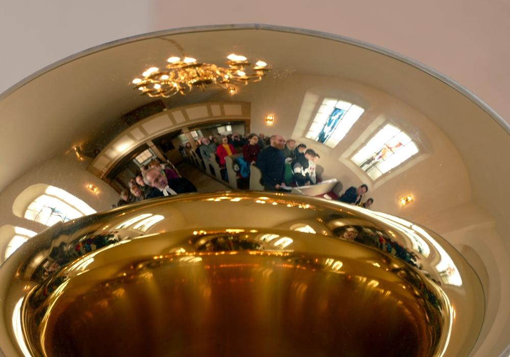 Die Festgemeinde im Spiegel der Tuba