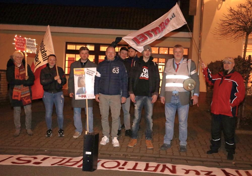 Die PARTEI demonstrierte vor dem Hotel, in dem der Kreisparteitag der FDP stattfand.