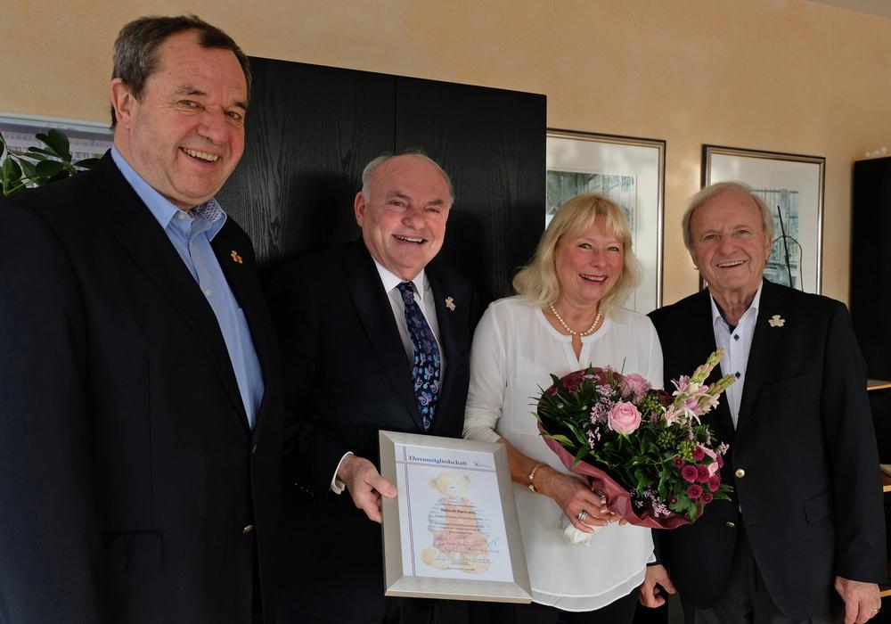 Von links: Gerd-Ulrich Hartmann, Kroschke Kinderstiftung, Helmuth und Inge Herrmann sowie Stiftungsgründer Klaus Kroschke.