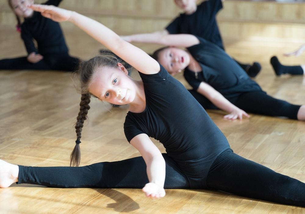 Nur Kinder und Jugendliche dürfen wieder in der Gruppe Sport machen. Symbolbild