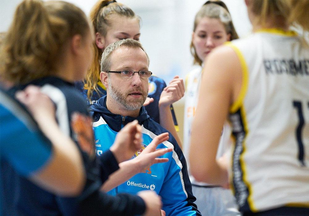 Noch inoffiziell: Coach Christian Steinwerth und seine Mannschaft sind Meister der Staffel Nord.