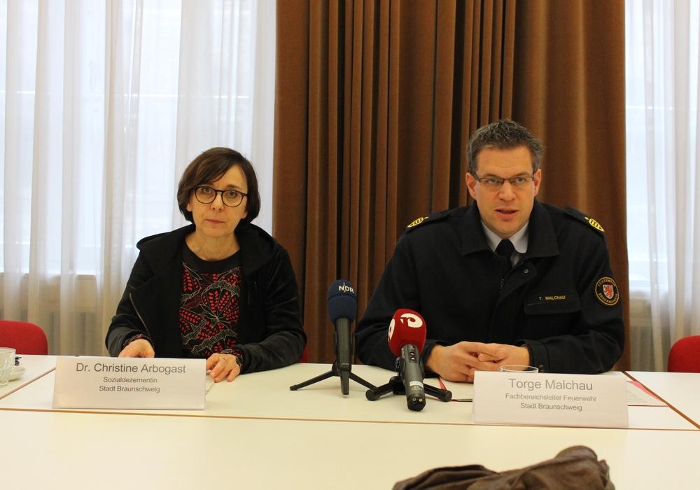 Gesundheitsdezernentin Dr. Christine Arbogast und Feuerwehr-Chef Torge Malchau sind Mitglieder des Corona-Krisenstabes der Stadt Braunschweig. Archivbild.